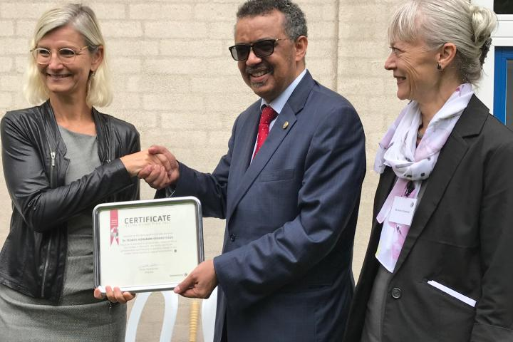 Tedros receiving the Danida Alumni Prize